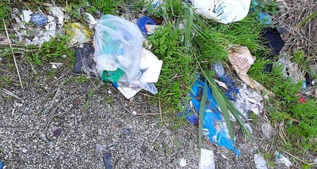 """""""Nzivati e lordi devastano l'ambiente"""": Biancuzzo contro i rifiuti della Marmora"""