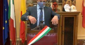 Cateno De Luca firma le dimissioni da sindaco di Messina  in diretta e annuncia una nuova ordinanza lockdown