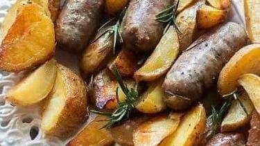 A tavola con gusto: salsiccia e patate al forno