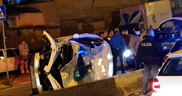 Messina, inseguimento della Polizia a tutta velocità: auto si ribalta