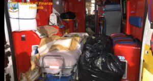 Trasportavano 30 kg. di droga sull'ambulanza, arrestati agli imbarcaderi