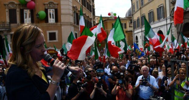 Domenica Mattina a piazza Cairoli manifestazione in difesa del commercio organizzata da Fratelli d'Italia