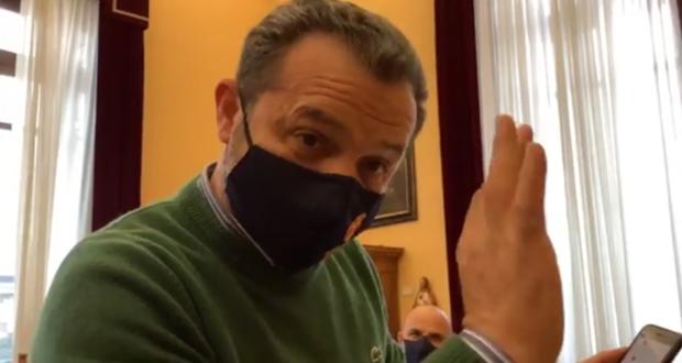 Cateno De Luca torna a ruggire: l'assessore Armao colpito e affondato
