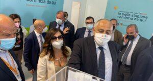 Da oggi vaccini ai maturandi, assessori Baglieri e Lagalla all'Hub di Messina