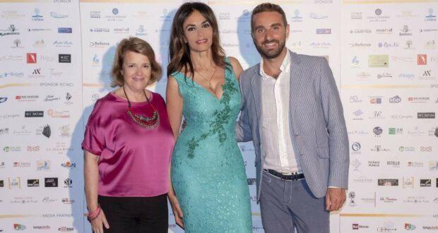 """Salina """"covid free"""": dall'1 al 4 luglio il Decennale del Premio Troisi con madrina Maria Grazia Cucinotta"""