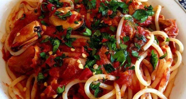 """A tavola con gusto: """"Spaghetti e cozze alla tarantina"""", ricetta"""