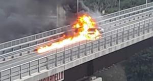 Auto in fiamme allo svincolo di Giostra: caos e file fino a Villafranca
