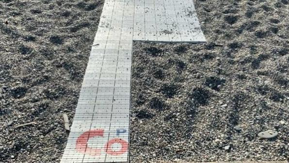 Milazzo: danni alla passerella che consente ai soggetti con difficoltà motoria di raggiungere la spiaggia