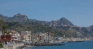 Giardini Naxos, auto pirata travolge tre ragazze: ventenne in coma
