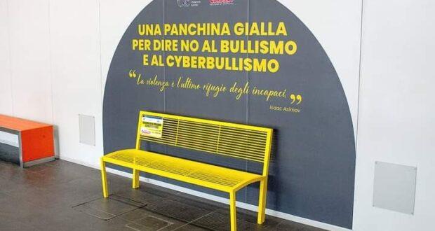 """Milazzo: al Parco Corolla inaugurata la """"Panchina Gialla"""""""